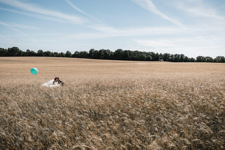 Brautpaar im Feld (1 von 1)